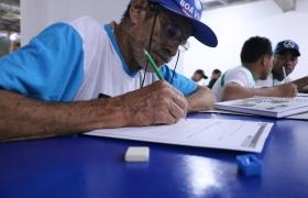 Educação de Jovens e Adultos: trabalhador volta a estudar aos 62 anos