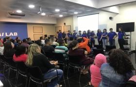 Estudantes são desafiados a conduzir reunião de pais e surpreendem