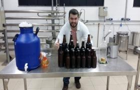 Estudante produz cerveja artesanal � base de bocaiuva como trabalho de conclus�o de curso em MT