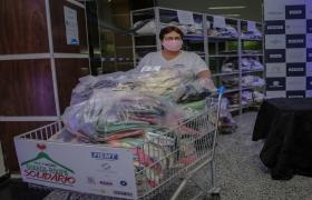 Projeto Guarda-roupa solid�rio doa 3 mil pe�as de vestu�rio a fam�lias atingidas pela pandemia